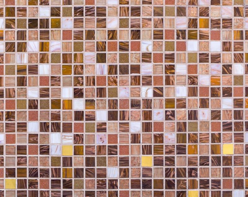 Mosaikplatte gemacht von den mehrfarbigen Fliesen stockbild