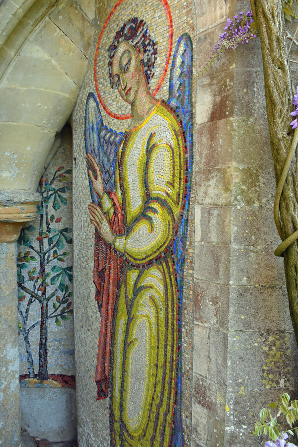 Mosaisk ängel, Mottisfont abbotskloster, Hampshire, England royaltyfri fotografi