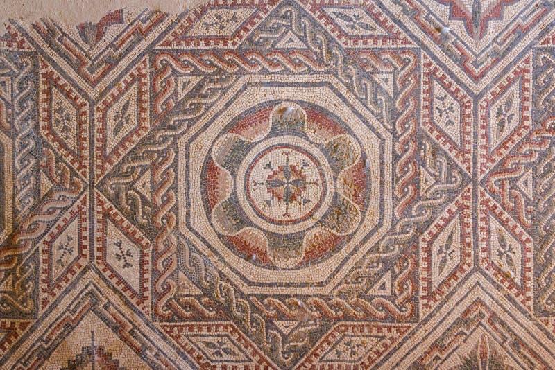 Mosaisk garnering av fördärvar av den forntida villan Romana del Casale arkivbild