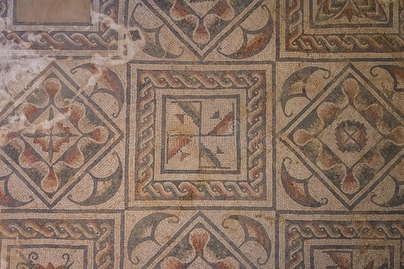 Mosaisk garnering av fördärvar av den forntida villan Romana del Casale royaltyfri fotografi