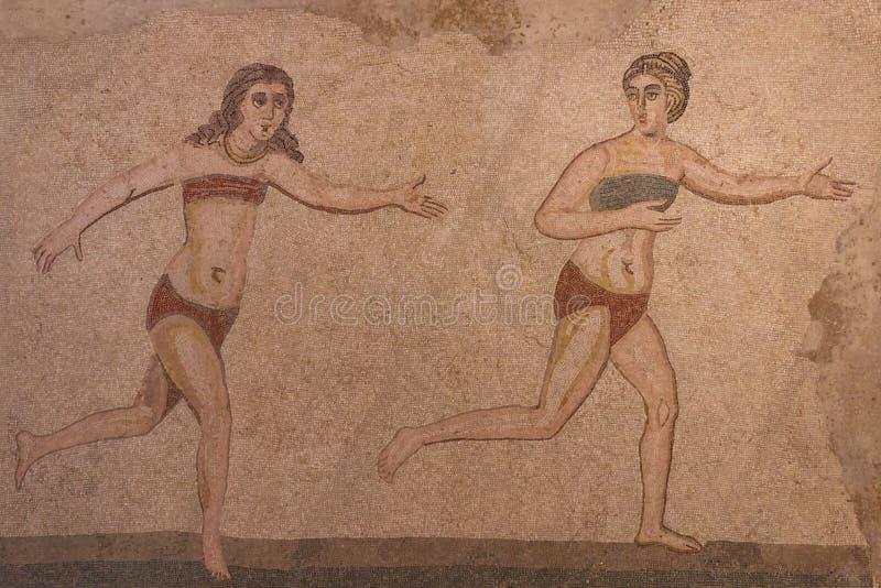 Mosaisk garnering av fördärvar av den forntida villan Romana del Casale royaltyfria foton
