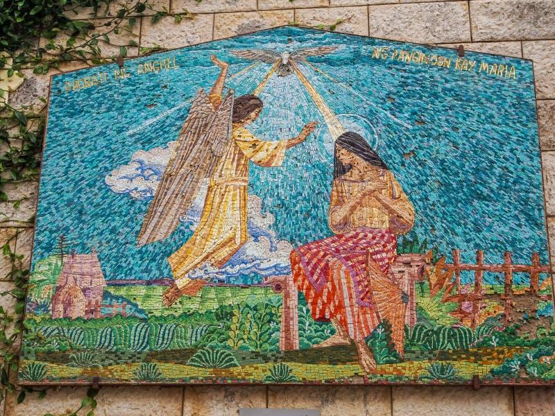 Mosaisk panel - jungfruliga Mary och ängel, basilika av förklaringen i Nazareth, Israel arkivfoton