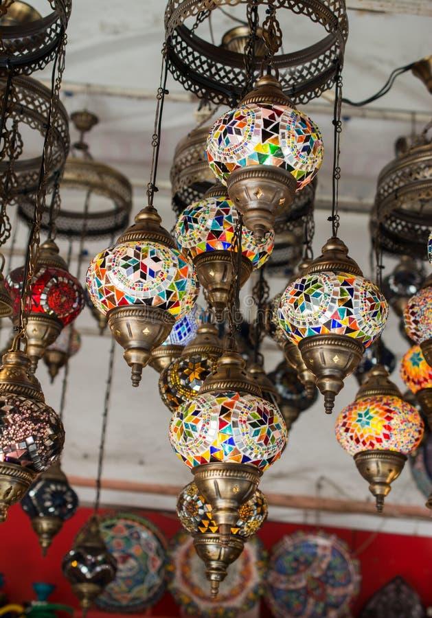 Mosaiska ottomanlampor från storslagen basar arkivbilder