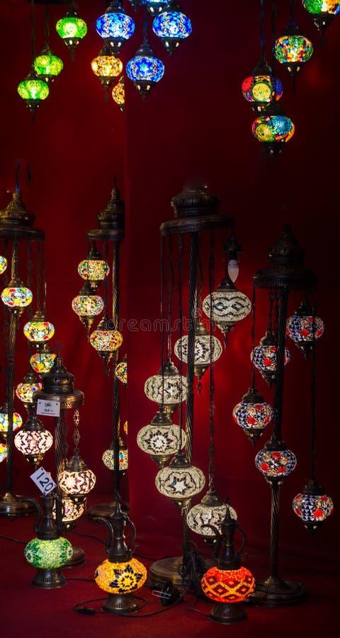Mosaiska ottomanlampor från storslagen basar arkivfoto