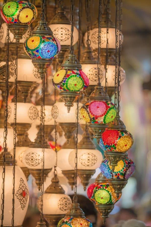 Mosaiska ottomanlampor från storslagen basar royaltyfria bilder
