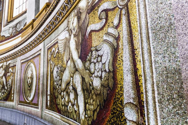 Mosaiskt fragment av inre av den påvliga basilikan av St Peter i Vaticanen arkivbilder
