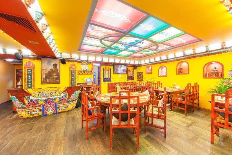MOSCÚ - AGOSTO DE 2014: El Interior De La Cocina India Y Tibetana ...