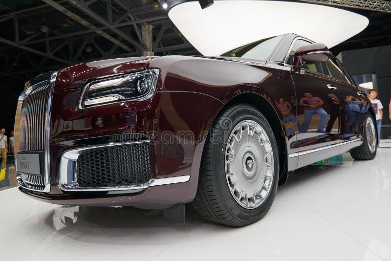 MOSCÚ, AGOSTO 31, 2018: Nuevo todo el coche de lujo ruso potente Aurus Senat de la impulsión de la rueda en la exposición automot imagen de archivo
