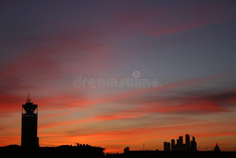 moscú centro La puesta del sol siluetas Visión hermosa foto de archivo