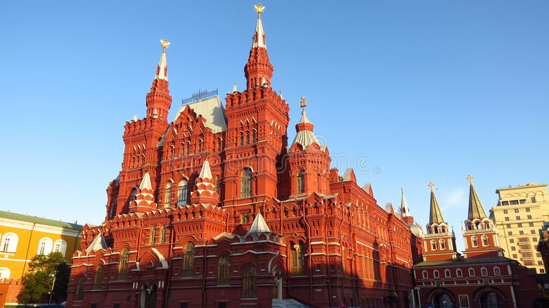 MOSCÚ, CUADRADO ROJO, indica el museo histórico (nanovatio) y la tienda de la GOMA fotos de archivo