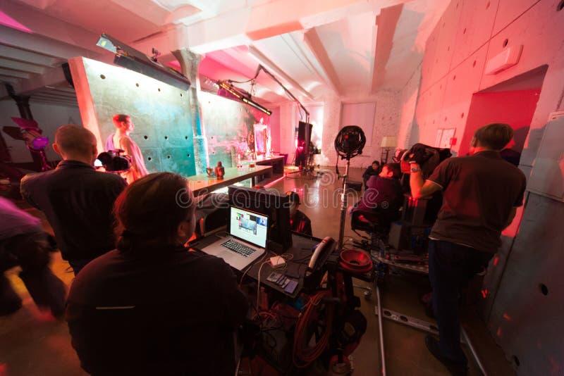 Director, personal y actores en el sistema del vídeo fotografía de archivo libre de regalías