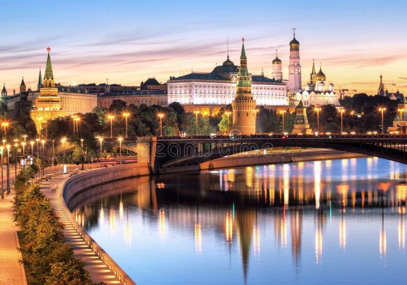 Moscú, el Kremlin y río de Moskva, Rusia fotos de archivo