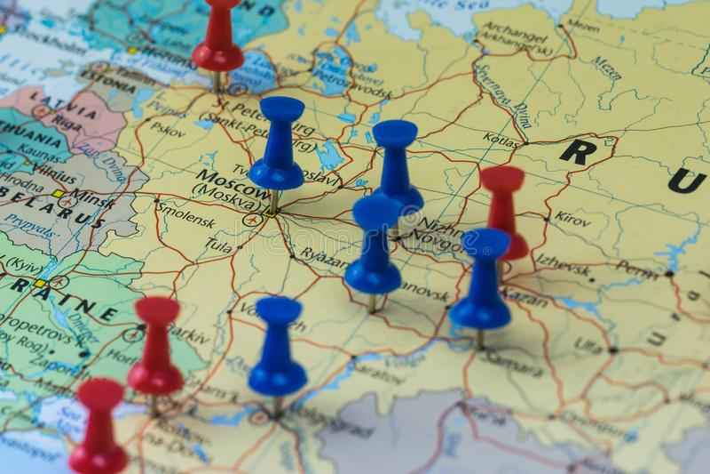 Moscú fijó con otras ciudades del lugar del mundial en un mapa del primer para el mundial 2018 del fútbol en Rusia imágenes de archivo libres de regalías