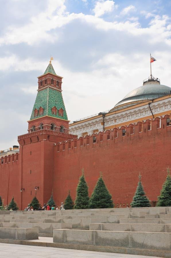 Moscú.  La bóveda del edificio del senado y el senado se elevan fotografía de archivo