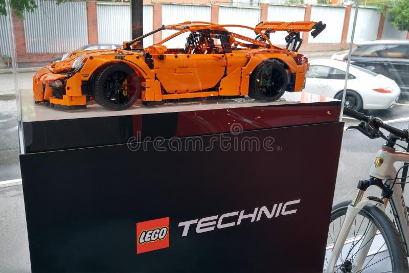 moscú Otoño 2018 Lego Porsche original 911 Gt3 RS en la representación de Porsche coche de deportes anaranjado del diseñador fotos de archivo