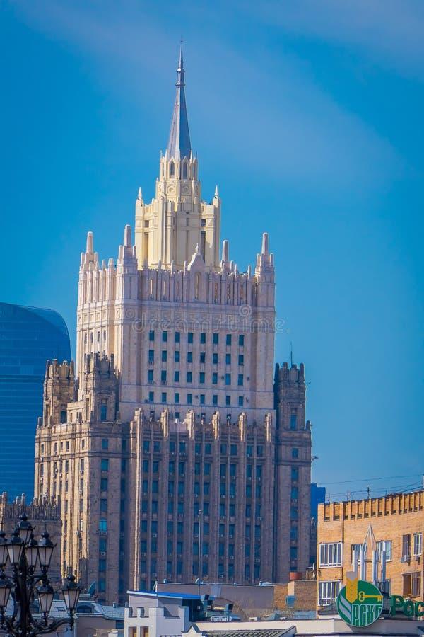 MOSCÚ, RUSIA ABRIL, 29, 2018: Vista al aire libre del edificio del Ministerio de Asuntos Exteriores, cuadrado de Smolenskaya fotografía de archivo libre de regalías