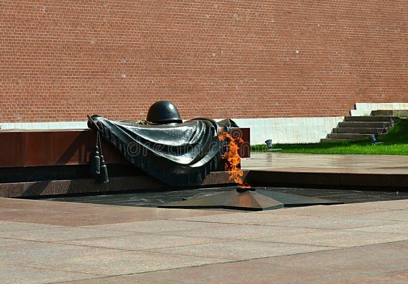 Moscú, Rusia, ciudad, 2018, megalópoli, la Plaza Roja, llama eterna, Alexander Garden, monumento imágenes de archivo libres de regalías