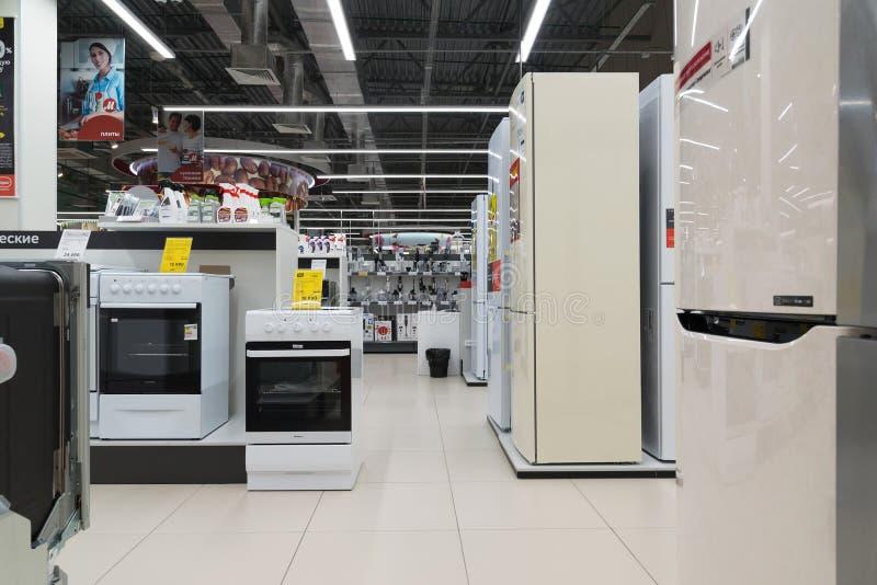 Moscú, Rusia - 30 de agosto 2016 Mvideo es tiendas de cadena grandes que venden electrónica y aparatos electrodomésticos fotos de archivo