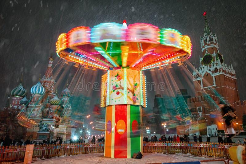 Moscú, Rusia - 5 de diciembre de 2017: GOMA de la casa comercial del árbol de navidad en Plaza Roja en Moscú, Rusia imagen de archivo