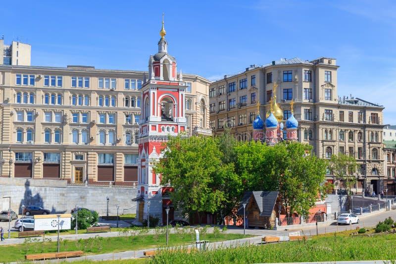 Moscú, Rusia - 3 de junio de 2018: Vista del templo de grande mártir George la cubierta del conquistador de la Virgen en el centr imagen de archivo libre de regalías