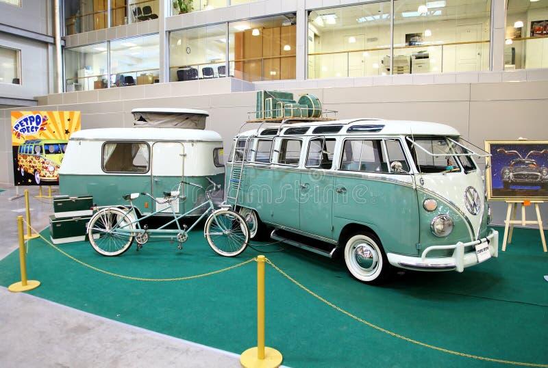 MOSCÚ, RUSIA - 9 DE MARZO: Automóvil que viaja retro Volkswagen en foto de archivo libre de regalías
