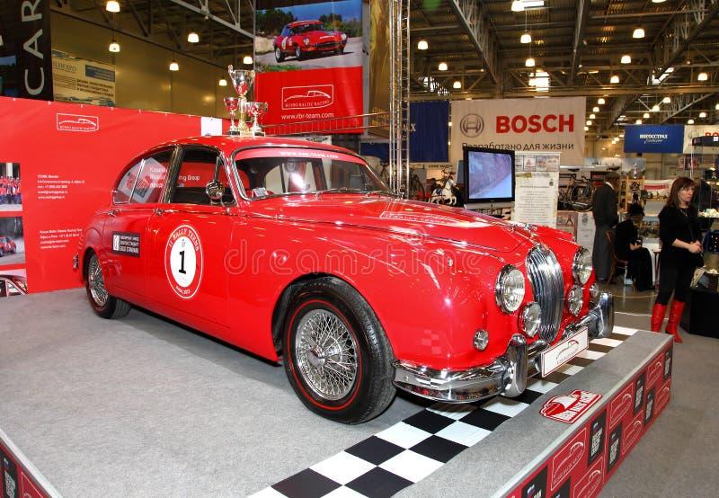 MOSCÚ, RUSIA - 9 DE MARZO: Automóvil retro Jaguar en el XXI internacional imagenes de archivo