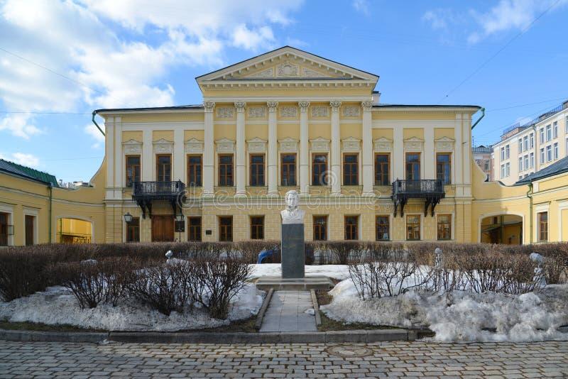 Moscú, Rusia - 14 de marzo de 2016 nombre de biblioteca del poeta Pushkin, estado anterior Mamontov fotografía de archivo