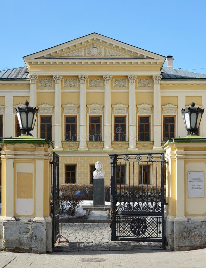Moscú, Rusia - 14 de marzo de 2016 nombre de biblioteca del poeta Pushkin, estado anterior Mamontov imágenes de archivo libres de regalías
