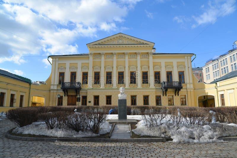 Moscú, Rusia - 14 de marzo de 2016 nombre de biblioteca del poeta Pushkin, estado anterior Mamontov foto de archivo libre de regalías