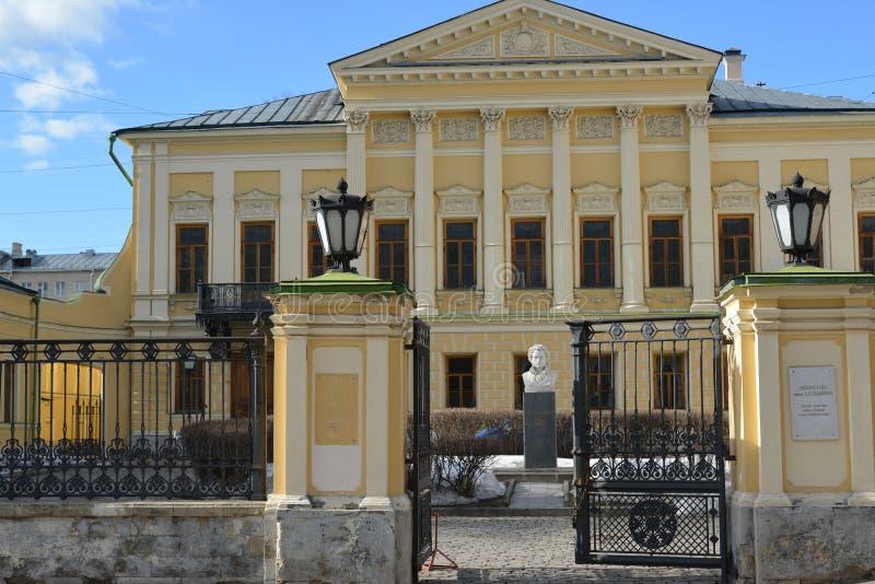 Moscú, Rusia - 14 de marzo de 2016 nombre de biblioteca del poeta Pushkin, estado anterior Mamontov fotos de archivo libres de regalías
