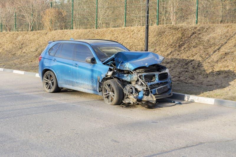 moscú Rusia 28 de marzo de 2019 El coche quebrado que estaba en el accidente fotos de archivo libres de regalías