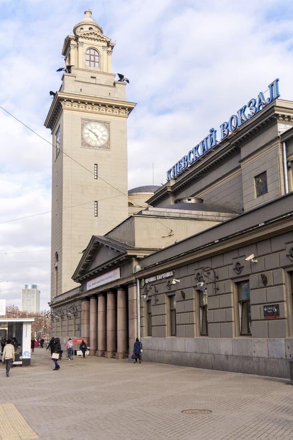 moscú Rusia 30 de marzo de 2019 Estación de tren de Kievsky en Moscú Torre de reloj fotografía de archivo libre de regalías