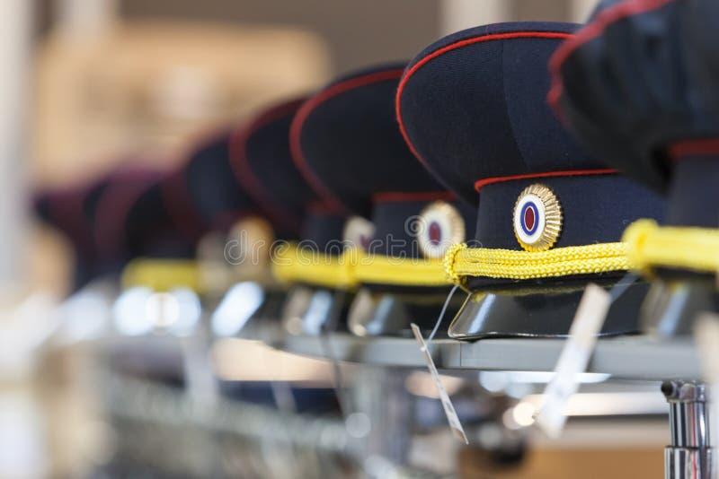 MOSCÚ, RUSIA - 20 DE MARZO DE 2018: Una policía capsula en el estante de una Warehouse-tienda especializada de la policía y de un imagenes de archivo