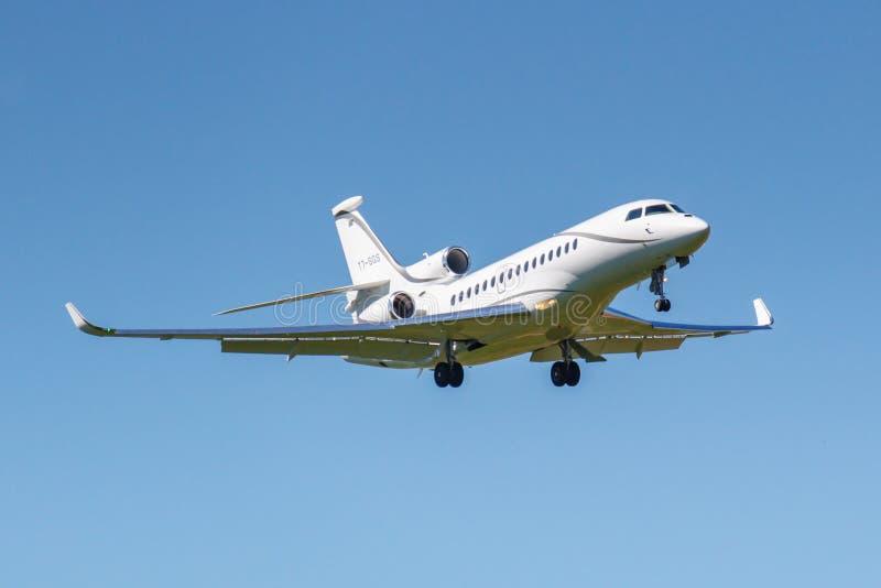 Mosc?, Rusia - 19 de mayo de 2019: Aterrizaje del halc?n 8X T7-SGS de Dassault de los aviones en el aeropuerto internacional de V fotos de archivo libres de regalías