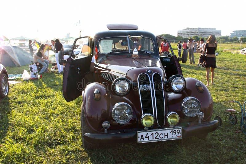 Moscú, Rusia - 25 de mayo de 2019: BMW 321 1949 Coche raro del vintage, posiblemente una reproducción Está en la calle fotografía de archivo