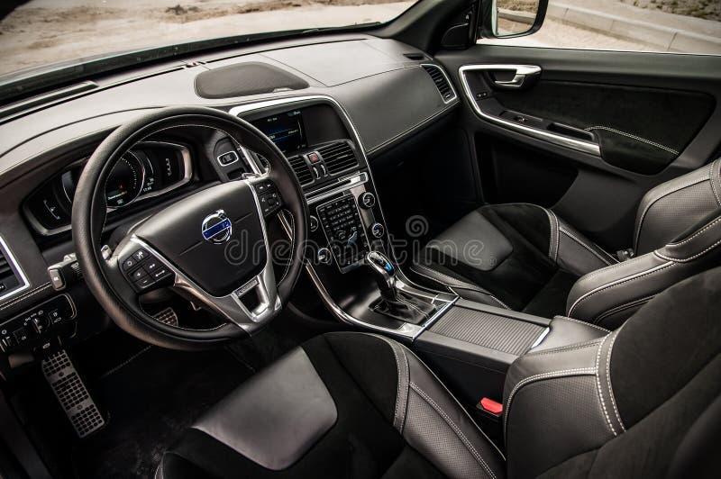 MOSCÚ, RUSIA - 20 de mayo de 2017 ESTRELLA POLAR de VOLVO XC60, opinión del inerior Prueba de la nueva estrella polar de Volvo XC foto de archivo