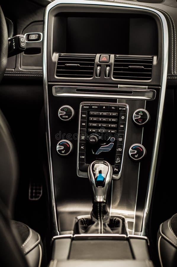 MOSCÚ, RUSIA - 20 de mayo de 2017 ESTRELLA POLAR de VOLVO XC60, opinión del inerior Prueba de la nueva estrella polar de Volvo XC imagen de archivo