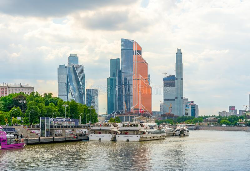 Moscú, Rusia - 26 de mayo de 2019: El centro de negocios internacional de Moscú de la Moscú-ciudad es los edificios comerciales m imagen de archivo