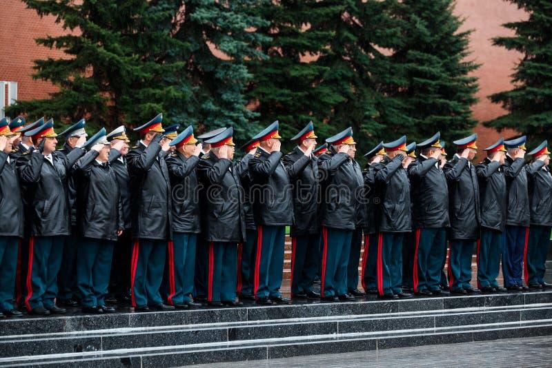 MOSCÚ, RUSIA - 8 DE MAYO DE 2017: El general del ejército VALERIO GERASIMOV y del colegio del MINISTERIO de DEFENSA puso una guir foto de archivo
