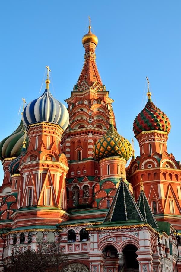 Moscú, Rusia - 19 de noviembre de 2018: Catedral de Vasily haber bendecido, catedral de Pokrovsky en Plaza Roja en Moscú imagenes de archivo