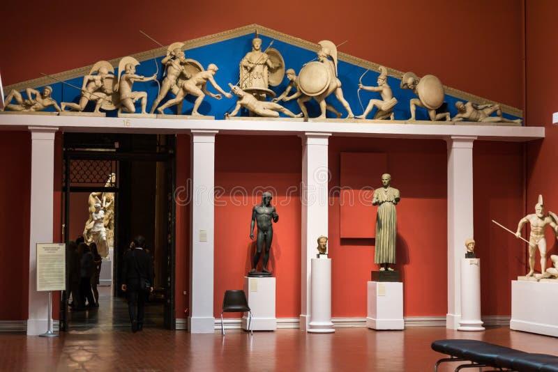 Moscú, Rusia - 9 de noviembre de 2017: Fila de estatuas en el museo de bellas arte, el museo más grande de Pushkin del arte europ imagen de archivo libre de regalías