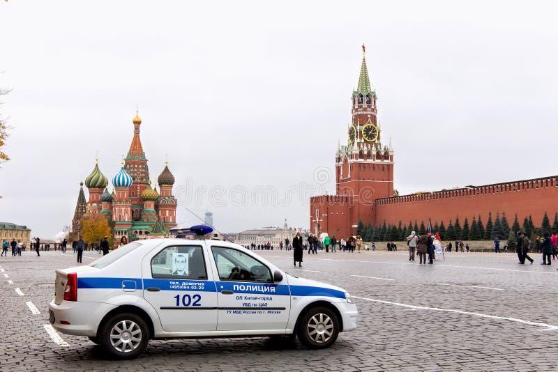 MOSCÚ, RUSIA - 6 DE OCTUBRE DE 2016: El coche policía ruso de la Plaza Roja fotografía de archivo
