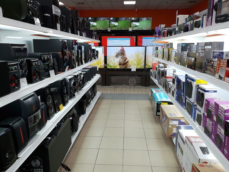 Moscú, Rusia - 27 de septiembre 2018 Tienda de la red del DNS que vende aparatos electrodomésticos en Zelenograd imágenes de archivo libres de regalías