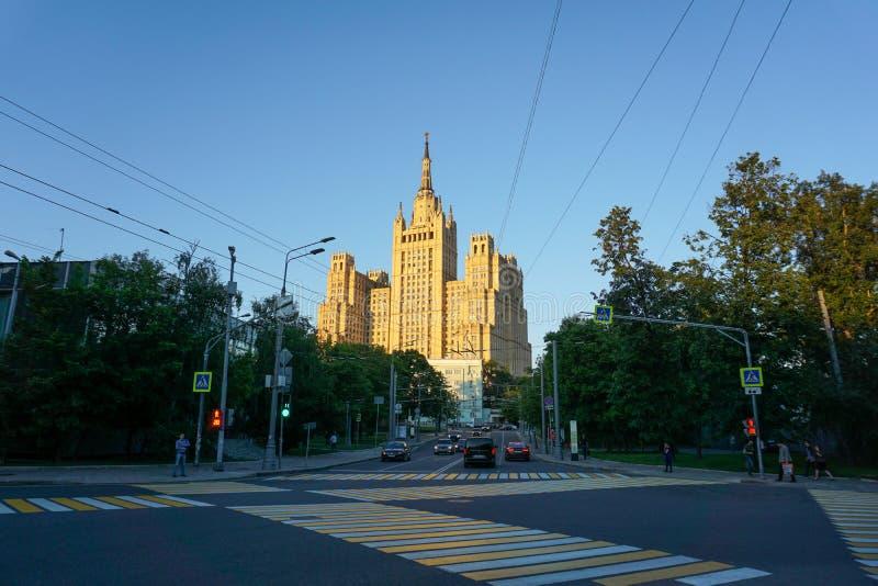 Moscú/Rusia - 08 06 2018: El Ministerio de Asuntos Exteriores al mediodía fotografía de archivo libre de regalías