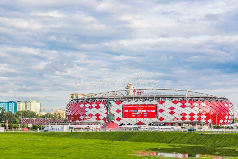 Moscú, Rusia - julio de 2017: Vista de la entrada de la arena de Otkrytie Estadio casero del equipo de fútbol de Spartak Mundial  fotografía de archivo libre de regalías