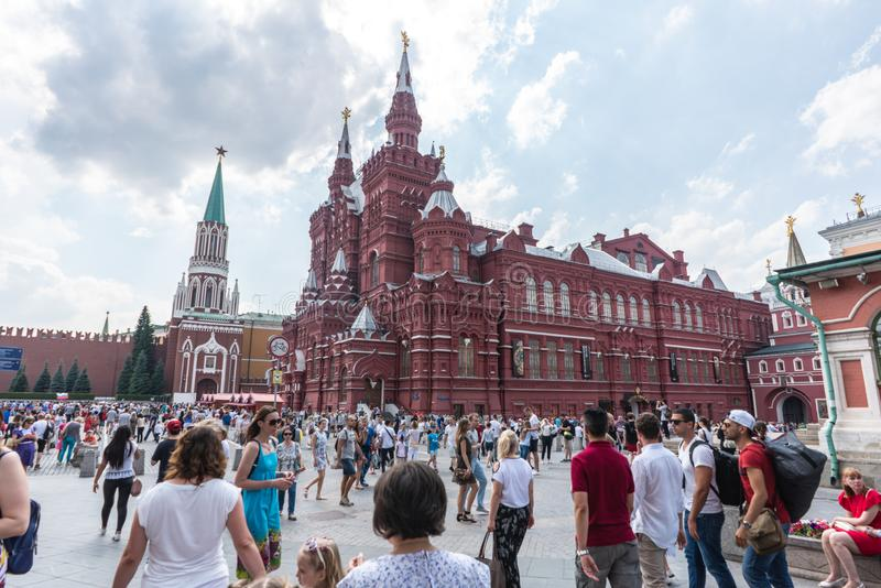 Moscú, Rusia - junio, 23,2018: Turismo de la gente en el museo histórico del estado en Squre rojo, Moscú fotos de archivo libres de regalías
