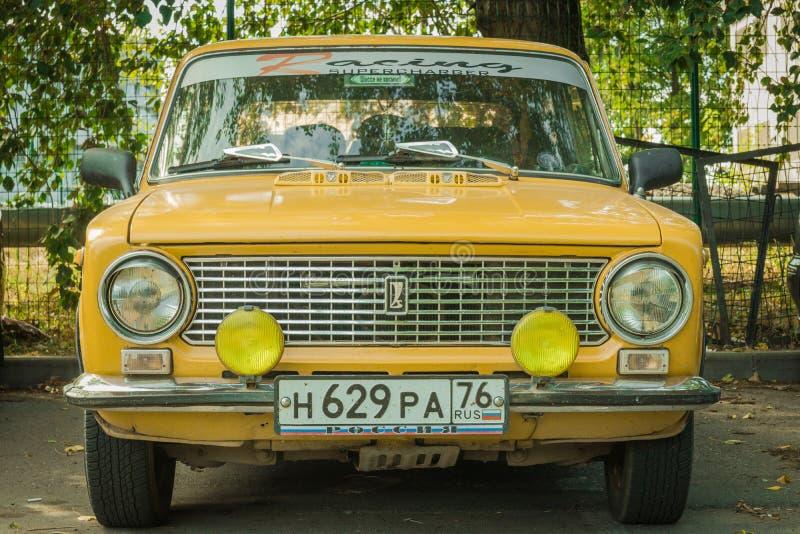 Moscú, Rusia Lada 1300 VAZ-21011 Zhiguli hecho en el coche de los años 70 de URSS basado en el italiano FIAT 124 en los coches vi fotografía de archivo libre de regalías