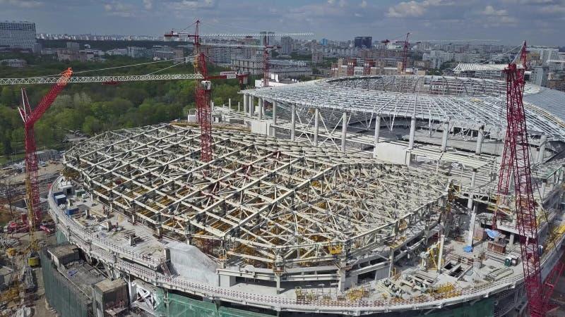 MOSCÚ, RUSIA - MAYO, 19, 2017 Vista aérea del estadio de fútbol Dinamo o del emplazamiento de la obra de la arena de VTB fotos de archivo libres de regalías
