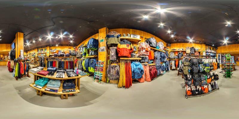 MOSCÚ RUSIA mercancías de la tienda del 21 de noviembre de 2017 para los deportes extremos 3D panorama esférico, ángulo de visión imagen de archivo