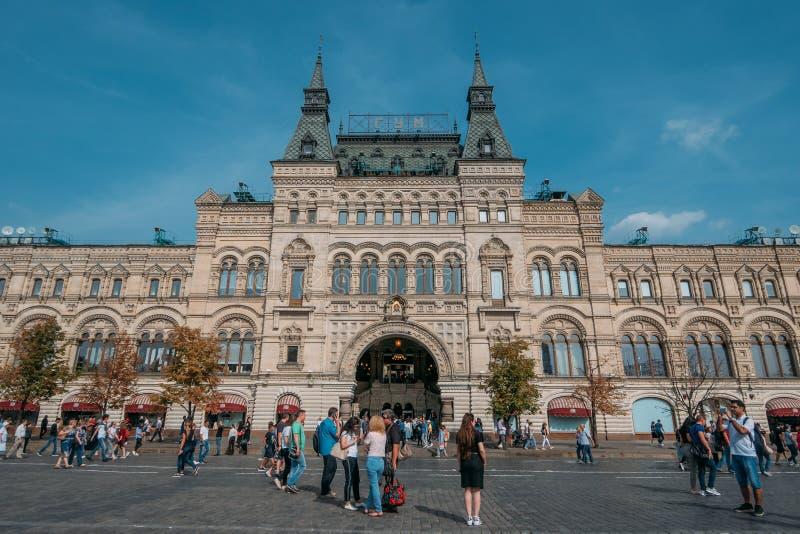 Moscú, Rusia - septiembre de 2018: Exterior de la GOMA, grandes almacenes universales de la central de Moscú, alameda grande en e fotos de archivo